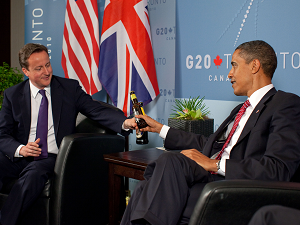 obama cameron share a beer